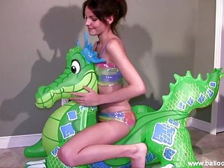 Bikini green - Lola tames the green dragon