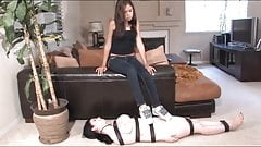 Humiliation sur tapis humain