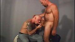 Policia y preso, Bear Fozz - Scene 05