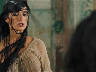 Penelope cruz movies naked Penelope cruz y salma hayek - bandidas