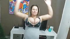 Youtuber Gleice Leitinynho - Sexy boobs blowing up the top