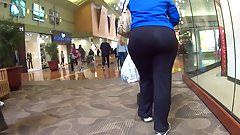SUPER PHAT ASS IN BLK SPANDEX WALKING CANDID