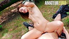 Amateureuro - сексуальная тинка Lullu Gun, горячий секс через лес