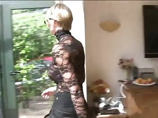 Vintage touring A fresh and busty blonde gives a tour of her ass