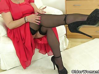 Mature x videos British milf christina x slides her fingers in