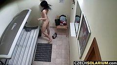Чешская брюнетка тайно играет с киской