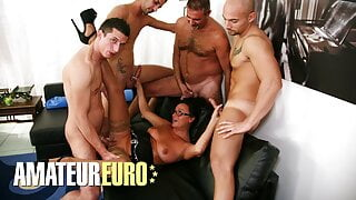 SCAMBISTI MATURI - WILD GANG BANG PARTY WITH SEXY Laura Rey