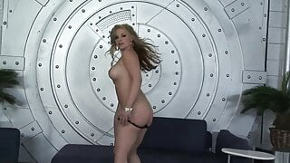 Femme fatale shows her skills in private session