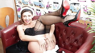 Sexy French Waitress wanks ala carte in retro basque nylons