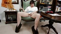 Старую бабушку Elisabeth (70) трахает молодой член
