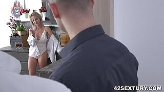 White haired lady squirting before double penetration