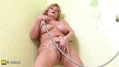 Old but so hot mother squirting in the shower