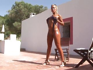 Swinging sling shot Amazing babe in sling bikini
