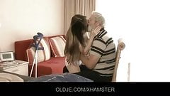 Bearded grandpa cums in Tina s young mouth