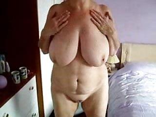 Bed tanning voyeur Mummy rubbing her pussy in tanning bed. hidden cam