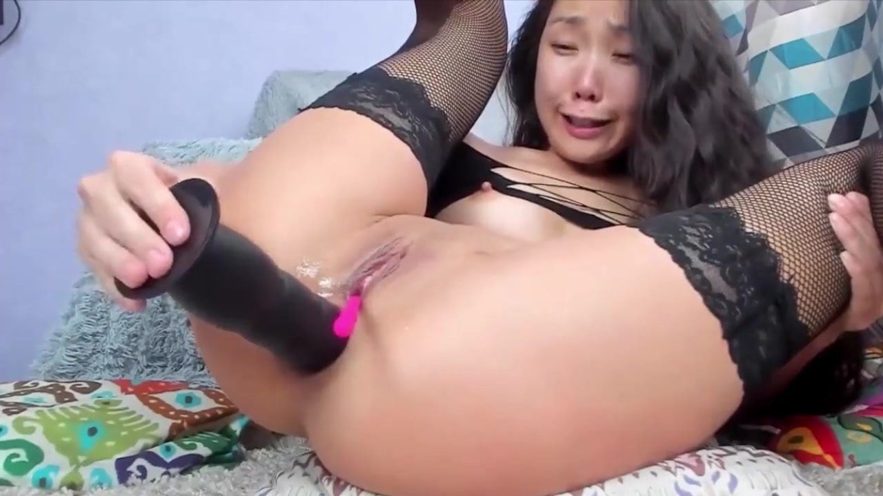 Huge Dildo Stretching Pussy