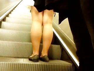 Babe with sexy legs fucked Sexy legs im metro 9 sexy beine in der u-bahn 9