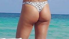I like this candid ass tong bikini at the playa