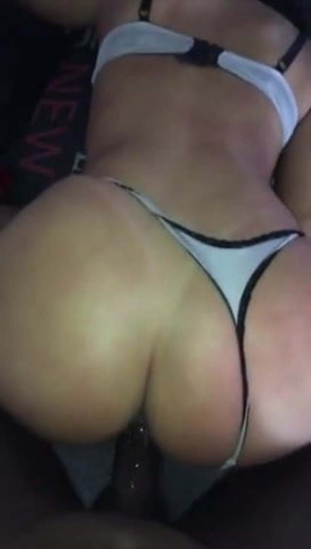 White Thick Girl Twerking