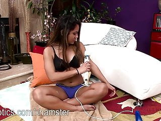 Big wet pussy sex video - Selena cruz rubs her wet pussy with a big toy