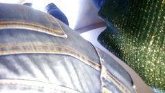 milf culona en jeans apretados