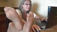 Milf Office Dangle n Tease in Pantyhose