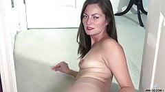 Bella elegante y seductora Milf dandose Placer