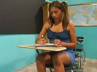 Pet pleasures - Latina dia teachers pet