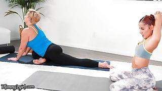 Vanna Bardot Has A Fingering Yoga Training With Ryan Keely