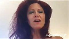 Rothaarige Frau auf der Website gefickt