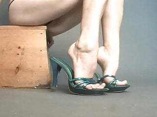 Large penis pic veiny Sexy green mules on sexy veiny feet show.