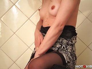 Girl has massive squirting orgasm Petite girl has big orgasm