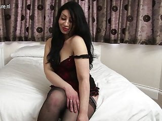 Irls getting naked - British amateur mother getting naked and naughty