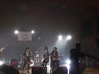 Fist girl rock band Japanese all-girls band clothed