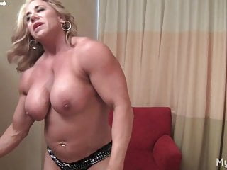 Muscle chicks porn Blonde mature muscle chick shows off big clit