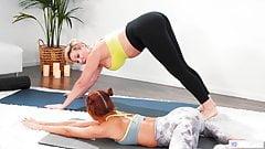 Madrasta e filha fazendo sexo depois da ioga