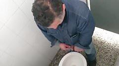 Flagra - Operario mijando 2 (worker pissing)
