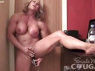 Woman electrocuted by vibrator - Mature female bodybuilder vibes her swollen clit