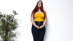 Белая девушка с большой шикарной задницей получает кримпай во время прослушивания в календаре