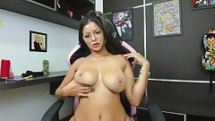 Jhuly shows off her amazing curvy body and sucks her nipples
