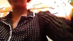 Latynoska rucha się ze szczotką do włosów na skype