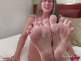 Foot job milf - Foot slave bet - leilani lei gives foot job