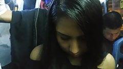 Симпатичная молодая дама смотрит на мой пенис и выпуклость в публичном автобусе