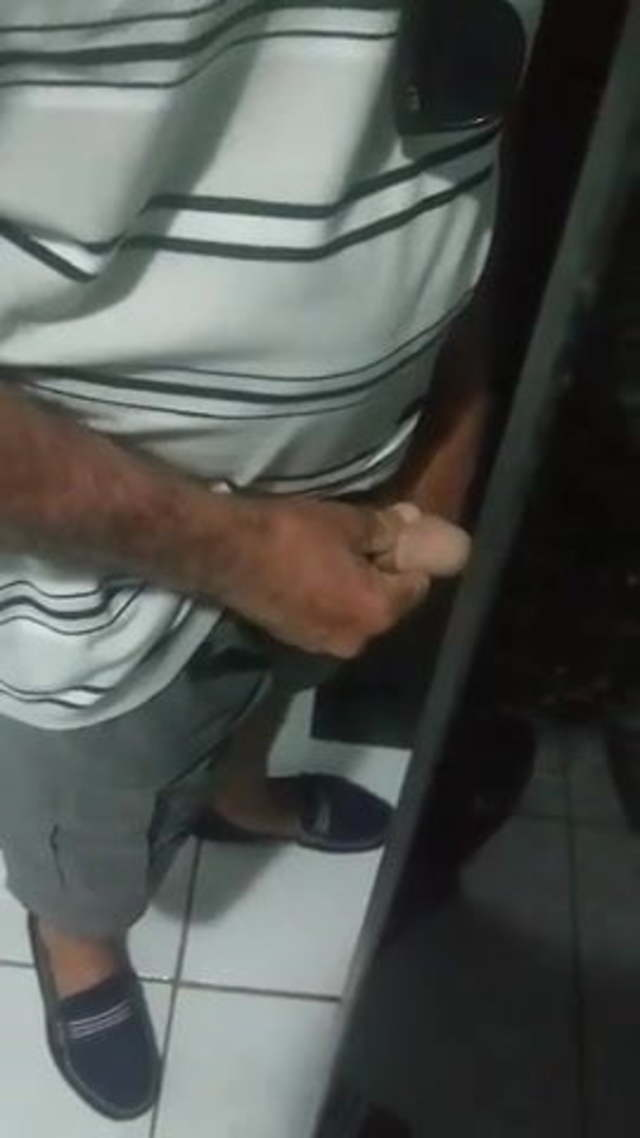 Guy on toilet pissing excelent porn