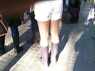 Waterproof boots wellington redhead Tash wearing her wellingtons on a sunny day