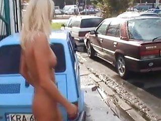 Amateur female naked photo - Naked photo session on the street