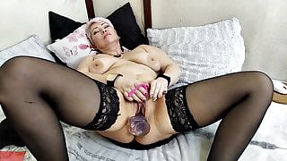 Hot orgasm of mature bitch with big tits and nipples!