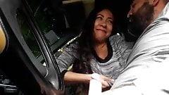 novia en el carro