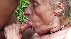 Hässliche 86-jährige Mutter in der Öffentlichkeit geknallt