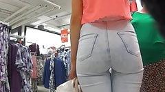 Pear Butt in Jeans